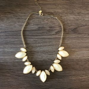 Jewelry - White necklace
